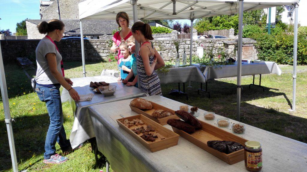 dégustation de pains et galettes réalisés par les partenaires : le Fournil de Carnac et la Potion Magique